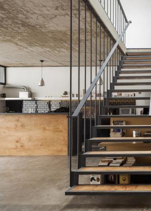 sparks escalier m tallique acier industriel sur mesure dans les landes. Black Bedroom Furniture Sets. Home Design Ideas